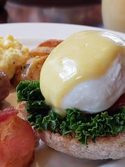 Eggs Benedict in Fairmont Chateau Whistler (GSKHK) Tags: fairmontchateauwhistler traveltowhistlervancouver2018 whistler britishcolumbia canada ca