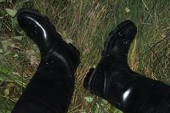 Feet nicely protected (essex_mud_explorer) Tags: boots bottes gummistiefel rubberlaarzen waders rubber thigh gates madeinbritain madeinscotland hunter uniroyal coarsefisher watstiefel cuissardes