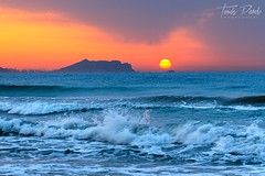 Happy new day!! (T.Pardo) Tags: benidorm alacant playasanjuan ola wave day dia sol sun vacaciones holidays comunidadvalenciana spain españa alicante d750 nikon atardecer amanecer sunset sunrise sea mar oceano