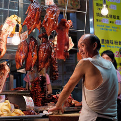 """""""enjoy your dinner tonight!"""" (hugo poon - one day in my life) Tags: xt2 35mm hongkong kowloon hunghom bbqmeat vanishing shop eating dinner citynight lights colours smile beautifullife yummy irrestible food reminiscing wuhustreet"""