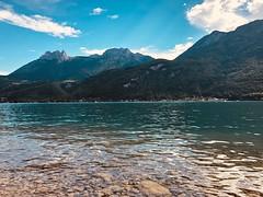Annecy (dylanjoke) Tags: lac france seul vert loisir annecy happy joyeux détente vacances douceur magnifique chaude eau montagne chaud photo paysage iphone8plus shotoniphone iphone