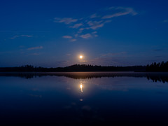 Moonlight and satellite (?), Myrskylä, Finland (a_bygg) Tags: sky water lake dusk serene forest moon moonlight night finland mist