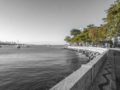 Mureta da Urca (Leonardo Martins) Tags: urca mar sea calçada walkway sidewalk mosaico mosaic riodejaneiro brasil brazil bresil mureta muro wall muretadaurca