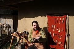 39 Haithabu 8. Frühjahrsmarkt WHH 02-04-2018 (Kai-Erik) Tags: haithabu hedeby heddeby heiðabýr heithabyr heidiba siedlung frühmittelalterlichestadt stadt town wikingerzeit wikinger vikinger vikings viking vikingr häuser house vikingehuse vikingetidshusene museum archäologie archaeology arkæologi arkeologi whh wmh haddebyernoor handelsmetropole museumsfreifläche alltagsleben wall stadtwall danewerk danevirke dannevirke danæwirchi oldenburg schleswigholstein slesvigholsten slesvigland deutschland tyskland germany hochburg 8frühjahrsmarkt 02042018 2april2018 04022018 httpwwwhaithabutagebuchde httpwwwschlossgottorfdehaithabu
