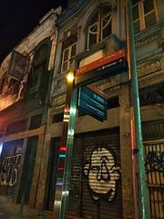 quase esquina (luyunes) Tags: rua esquina grafite cenaderua fotografiaderua fotoderua mobilephotographie mobilephoto streetscene streetphotography streetphoto streetlife streetshot motozplay luciayunes