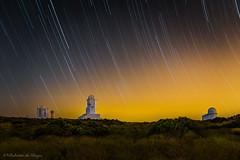 Vigilantes de estrellas. (Roberto_48) Tags: tenerife ngc observatorio astronomico teide islas canarias nocturna noche larga exposicion