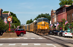 Typical La Grange Afternoon (Carlos Ferran) Tags: csx csxt locomotive ge railroad autorack street running kentucky railroading rail road downtown town la grange ky america southern state lcl subdivision 5484