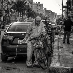 Spilling... (Alfy's) Tags: streetphotography streetphotographybw streetphotographer streetpics streetzen candid people cairo egypt nikon