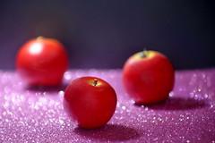 These 3 red apples make me smile (Christian Chene Tahiti) Tags: canon 6d auckland newzealand nouvellezélande fruit red trois trio three smileonsaturday redroundtrio pink rose rouge noir bokeh closeup blanc hsos apple pomme