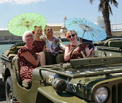 Sunny day at Pearl Harbour - sorry, Poole Harbour (crapatdarts) Tags: crapatdarts poole vintage poolevintageday2018 1940s 1950s poolequay outdoors sunny periodcostume jeep parasol