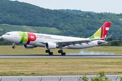 A332_TP1272 (LIS-VIE)_CS-TOO_2 (VIE-Spotter) Tags: vienna vie airport airplane flugzeug flughafen planespotting wien