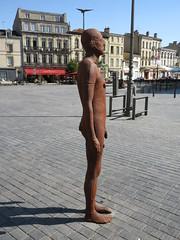 Brown metal man, modern sculpture at Place Meynard, Bordeaux, France (Paul McClure DC) Tags: bordeaux france gironde july2017 nouvelleaquitaine architecture sculpture modern male statue