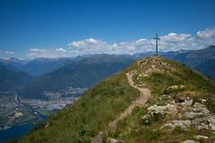 t i c i n o (Toni_V) Tags: m2408240 rangefinder digitalrangefinder messsucher leicam leica mp typ240 type240 28mm elmaritm12828asph hiking wanderung randonnée escursione sannazzaro montegambarogno tessin ticino ascona locarno alps alpen gipfelkreuz summitcross switzerland schweiz suisse svizzera svizra lagomaggiore landscape landschaft ©toniv 2018 180630