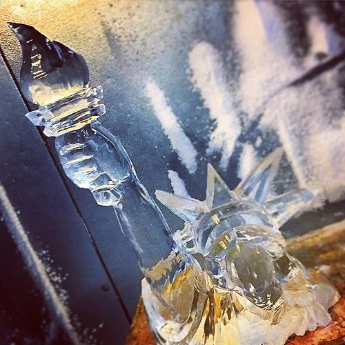 Hello m'lady! #ladyliberty #icesculpture #fourthofjuly #independentwoman #independenceday #fullspectrumice #thinkoutsidetheblocks #brrriliant #holiday - Full Spectrum Ice Sculpture
