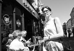 Edmundo (Bury Gardener) Tags: suffolk streetphotography street streetcandids candid candids people peoplewatching folks strangers 2018 nikond7200 nikon burystedmunds england eastanglia uk britain edmundo cafe restaurant bw blackandwhite cornhill