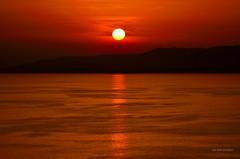 Il Rosso è il colore dell'amore (Arcieri Saverio) Tags: rosso red rouge colore color nikon nikkor d5300 tramonto tramonti sunset sun sole mare mer blue romantic paesaggio landscapes d5100