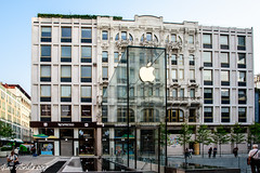 Milano: Inaugurazione nuovo Apple store in Piazzetta Liberty (Gian Floridia) Tags: 2018july26th apple applestore milano piazzettaliberty inaugurazione lombardia italy it