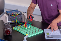 _RMN2771.jpg (www.dataharvest.co.uk/) Tags: sciencestem flowgo smart datalogging bench classroom electronics cnc maths international primary science matrix vlog allcode university dataharvest schools technology edutec scratch software locktronix engineering experiments secondary