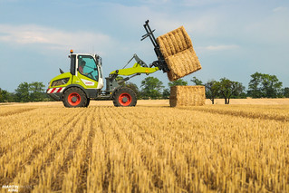 CLAAS Square Bales Team | CLAAS TORION 535 compact wheel loader