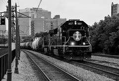 Spirit in Black (BravoDelta1999) Tags: illinoiscentral ic railroad canadiannational cn railway chicagosubdivision hydepark chicago illinois metra metx electric 55thstreet 56thstreet 57thstreet station emd sd70 1027 l536 manifest train deathstar paint scheme