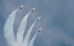 Looping up (LEXPIX_) Tags: lexpix 200500 d500 nikon afb westover airshow england new great 2018 demo f16 demonstration preflight thunderbirds usaf contrail condensation wing surface