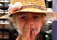 précieuse ? (quentinmirabelle) Tags: portrait chapeau fille fillette couleur blonde précieuse délicate
