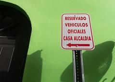 Vehículos Oficiales, Old San Juan (Foto Blitz Color) Tags: sanjuan puertorico july summer oldsanjuan building green parking sign