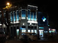 o brilho do azul (luyunes) Tags: arquitetura memoria patrimônio história ruadocatete riodejaneiro cidademaravilhosa streetscene streetphotography streetphoto streetshot azul blue architecture