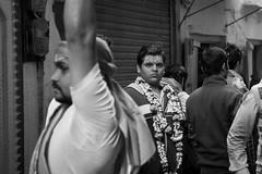 Street shot, Varanasi India (mafate69) Tags: asia asie asiedusud subcontinent souscontinent india inde up uttarpradesh varanasi benaras benares kashi street streetshot streetlevelphoto rue reportage nb noiretblanc ville bw blackandwhyte documentary documentaire hindu hindouisme hinduism hindou hinduist hindouiste mafate69 city candid religion hommes men portrait photoreportage photojournalisme photojournalism
