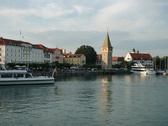The Harbor in Lindau, Bodensee Germany/Tyskland. Juli 2018 (I.L. Norway) Tags: havn harbor lindau lindaubodenseegermanytyskland bodensee tyskland germany sommerferie2018 bilferiemedtesla cartripwithtesla gamlehus hus buildings oldtown oldbuildings lake innsjø vann båter