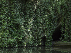 (Turbogirlie) Tags: dudley canal tunnel barge narrowboat limestone caves caverns blackcountrylivingmuseum blackcountry tipton dudleycanalandtunnelstrust legging lightattheendofthetunnel