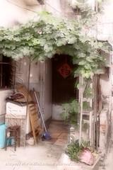 山塘街DSCF8374_2 (kingston Tam) Tags: door lock close fujifilmxt1 painterlyfeel m42 helios442 258 manuallens colors oldlens bokeh brightcolors watercolorpainting