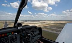 I like to fly (ERAKU) Tags: berlin ber flughafen landebahn