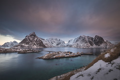 Norway back (nicointhebus (nicolas monnot)) Tags: europe norway lofoten reine nature mountain mountains sea seascape landscape canon gitzo