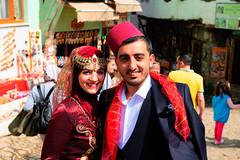 Newly married couple in Cumalikizik, Bursa, Turkey (CamelKW) Tags: 2018 bursa turkey newlymarriedcouple newly married couple cumalikizik