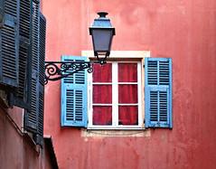 Couleurs niçoises (Jolivillage) Tags: jolivillage fenêtre finestra window volets rose pink rosa bleu blue azurro nice nizza alpesmaritimes paca provencealpescôtedazur picturesque geotagged