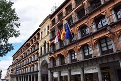 Toledo (Castilla-La Mancha, España, 11-6-2018) (Juanje Orío) Tags: 2018 toledo provinciadetoledo castillalamancha españa espagne espanha espanya spain bandera flag arco
