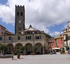 Piazza Giuseppe Garibaldi (glynspencer) Tags: monterossoalmare liguria italy it
