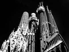 La Segrada Familia, Barcelona. (lindsipindsi_) Tags: architecture detail basilica 52frames barcelona lasegradafamilia highcontrast bw blackandwhite