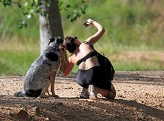 Yo no quiero salir! (vic_206) Tags: perro dog girl chica selfie foto nature naturaleza robado stolenphoto berge