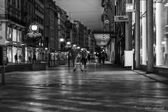Genève (Didier Mouchet) Tags: genève genf geneva suisse switzerland helvétie confédération nikond5300 nikon noiretblanc blackandwhite bw bianconero bâtiment nuit street strasenfotografie didiermouchet d5300 sigmaf14 night