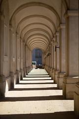 6M7A2536 (hallbæck) Tags: buegang archway torbogen arcata hall columna voûtedentrée christiansborg copenhagen denmark