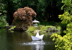 Sailing (pjpink) Tags: origami sculpture lewisginterbotanicalgarden lewisginterbotanicalgardens lewisginter gardens northside rva richmond virginia june 2018 summer pjpink 2catswithcameras