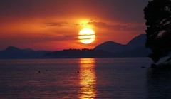 Another Croatian sunset (Westhamwolf) Tags: croatia cavtat sunset sun sundown sea adriatic evening night mountains
