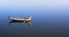 (cherco) Tags: water lake lago agua composition composicion canon colour boat tranquilidad tranquility blue azul calma reflejos reflexions panoramic panoramica canoneos5diii sea 5d fish light man myanmar