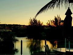Ese atardecer que te hace recordar momentos felices.  (Praia da Ferradura- Buzios) Tomada con cellphone S8. (julyyale) Tags: sombras sol atardecer sunshine sun sunset