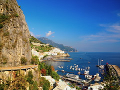 Amalfi (Italy) (pietro68bleu) Tags: campanie villagetypique route rocher escarpé