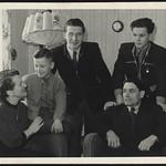 Archiv P418 Familienfoto, 1950er thumbnail
