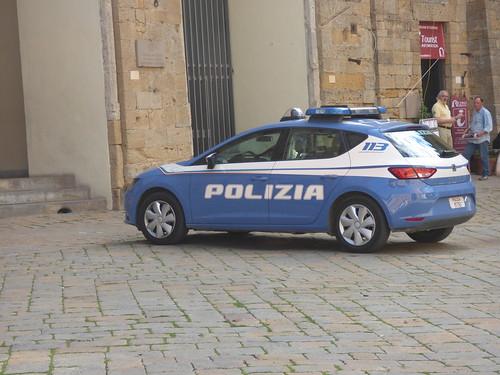 Palazzo Pretorio - Piazza dei Priori, Volterra - police car - Polizia