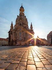 Guten Morgen Dresden (Bilderweise Hobbyfotografie) Tags: dresden frauenkirche sachsen saxony germany deutschland sunset sonnenaufgang sonne sonnenstrahlen sunbeams kirche church himmel sky architektur architecture geschichte history historisch